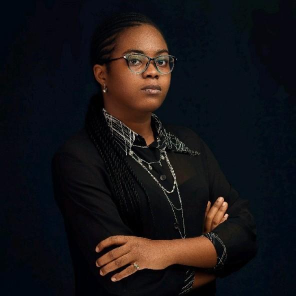 Female Nigerian UI designer. Black women in tech